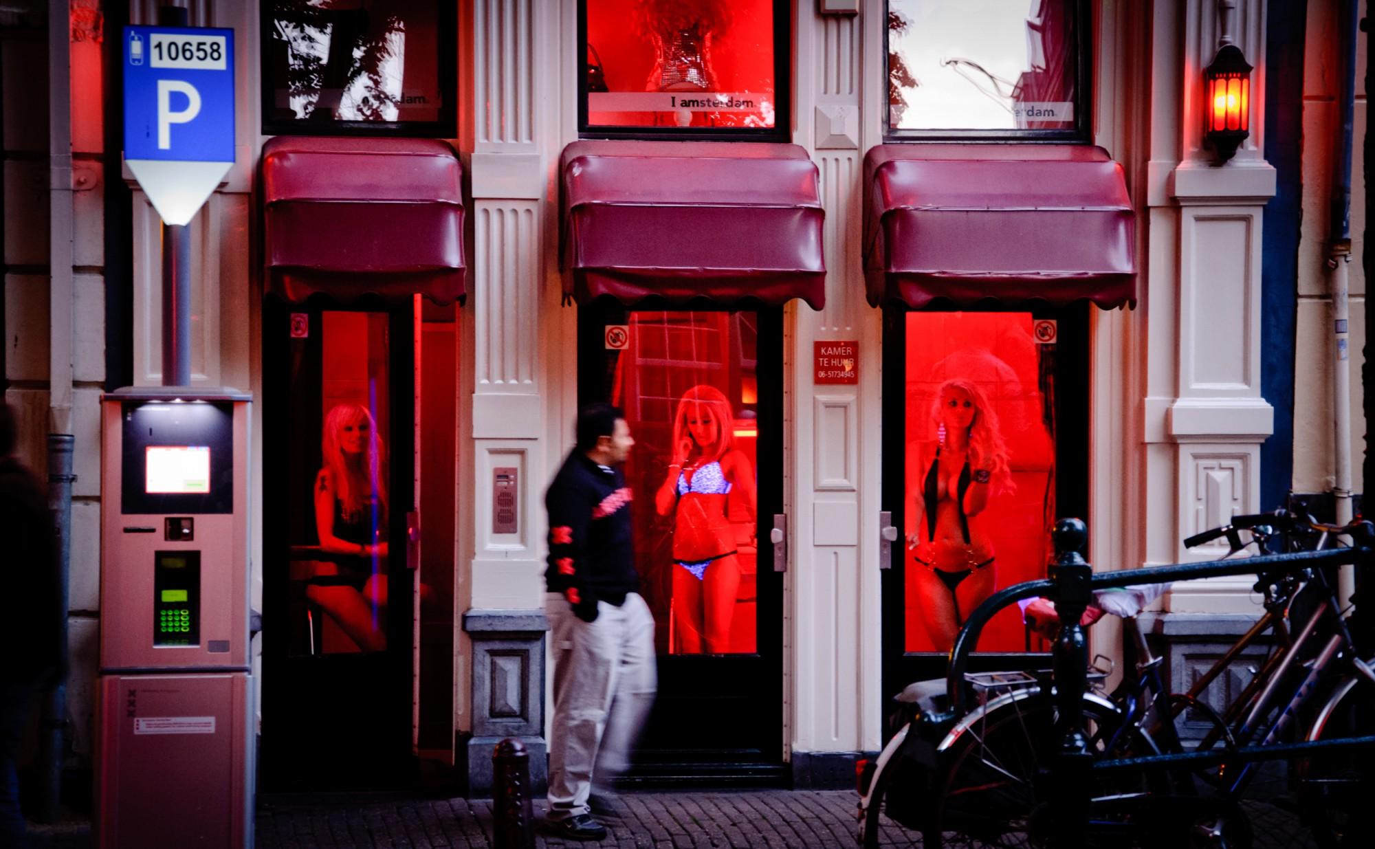 Порно с проститутками с улицы красных фонарей, анал на заднем сидении авто